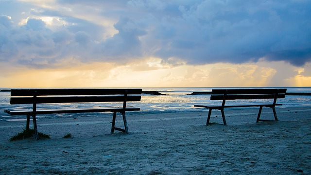benches-1574244_640